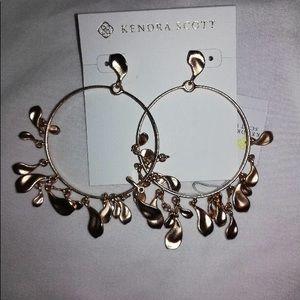 NWT Kendra Scott Natasha Earrings in ROSE GOLD.